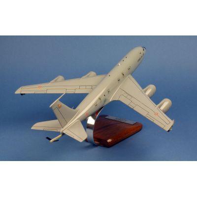 Private Jet N452IJ Runway24